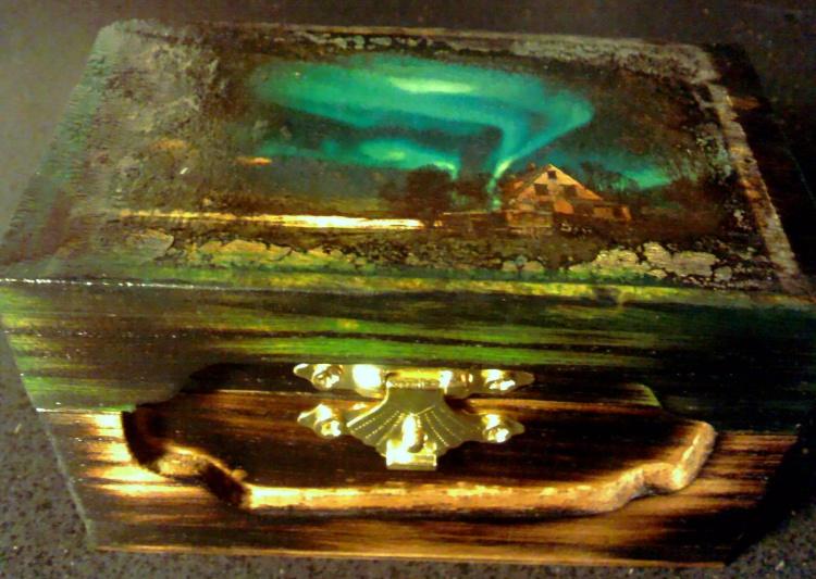 Northern Lights Wood box